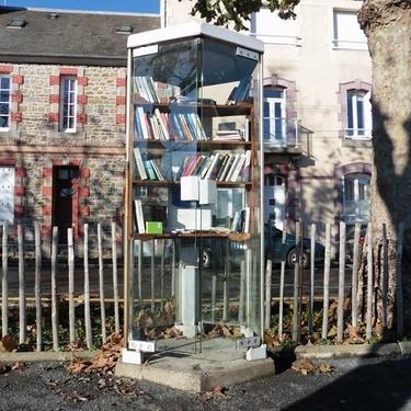 La cabine téléphonique de la place Octave Brillaud retrouve une nouvelle jeunesse
