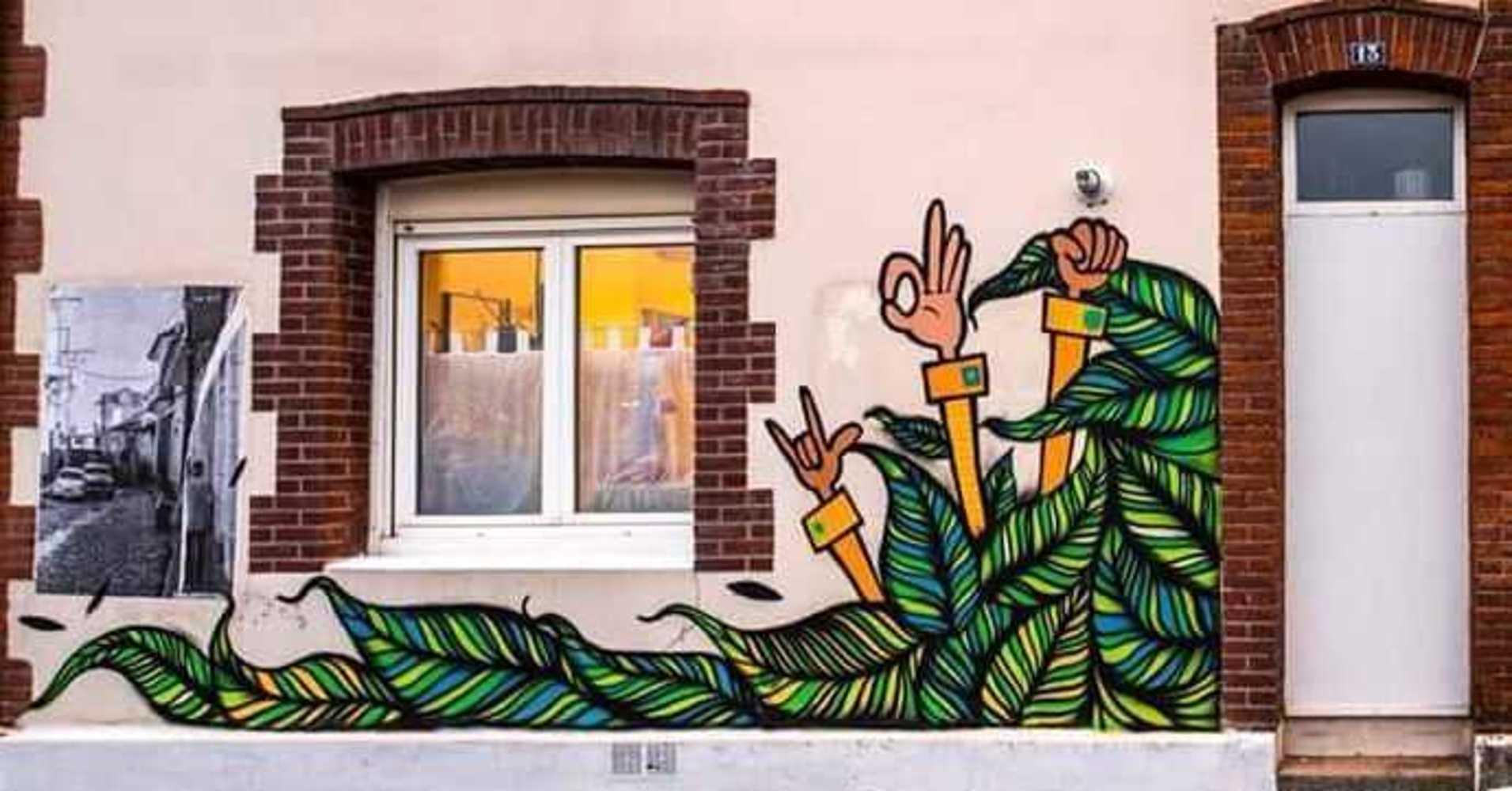 Le peintre ThiagoRitual inaugure « Robien les murs » 2616920818232664610173491439938748510626355n