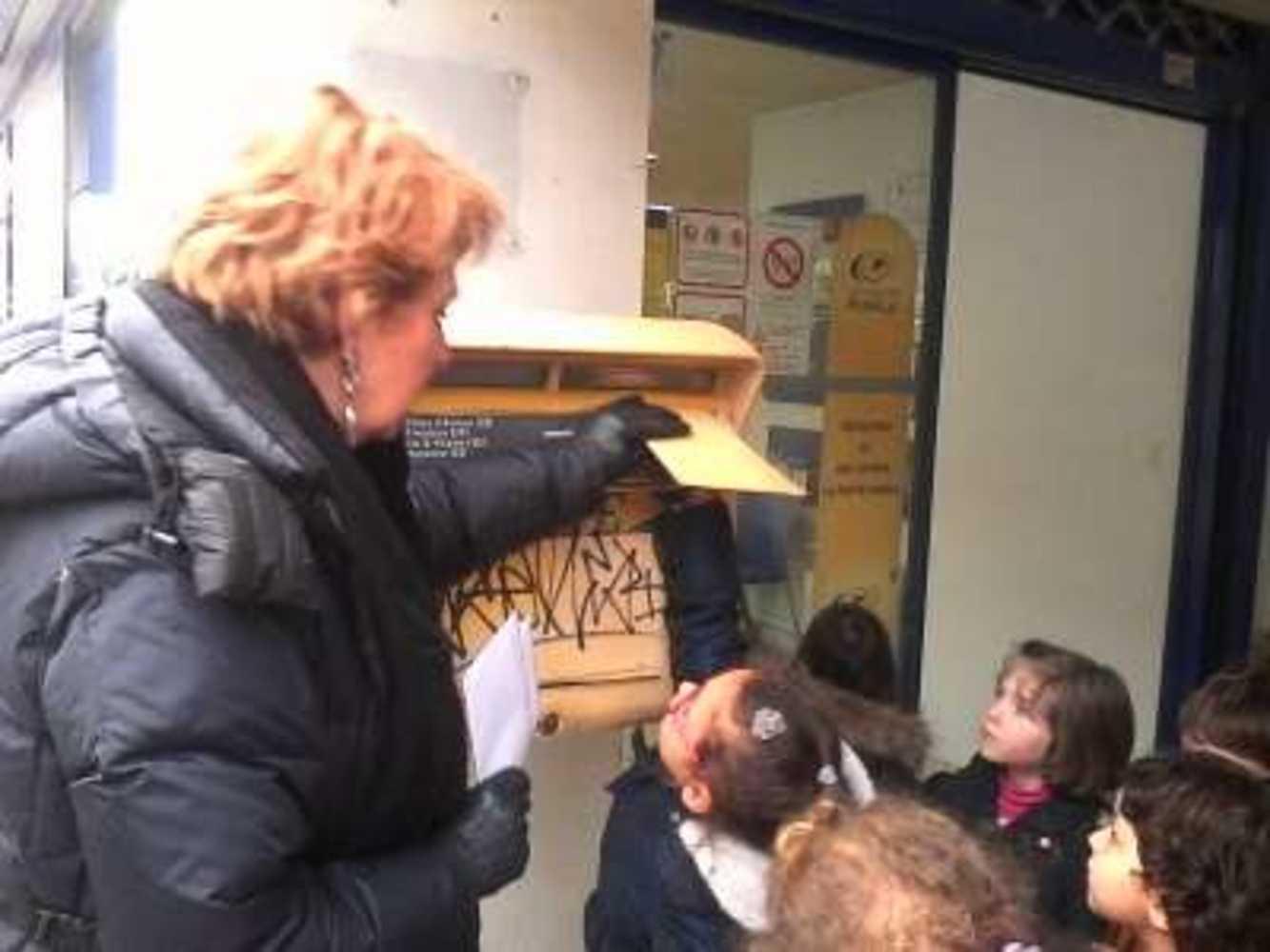 A Ste Bernadette, on apprend aux enfants à envoyer leurs vœux par la poste img20180130153905