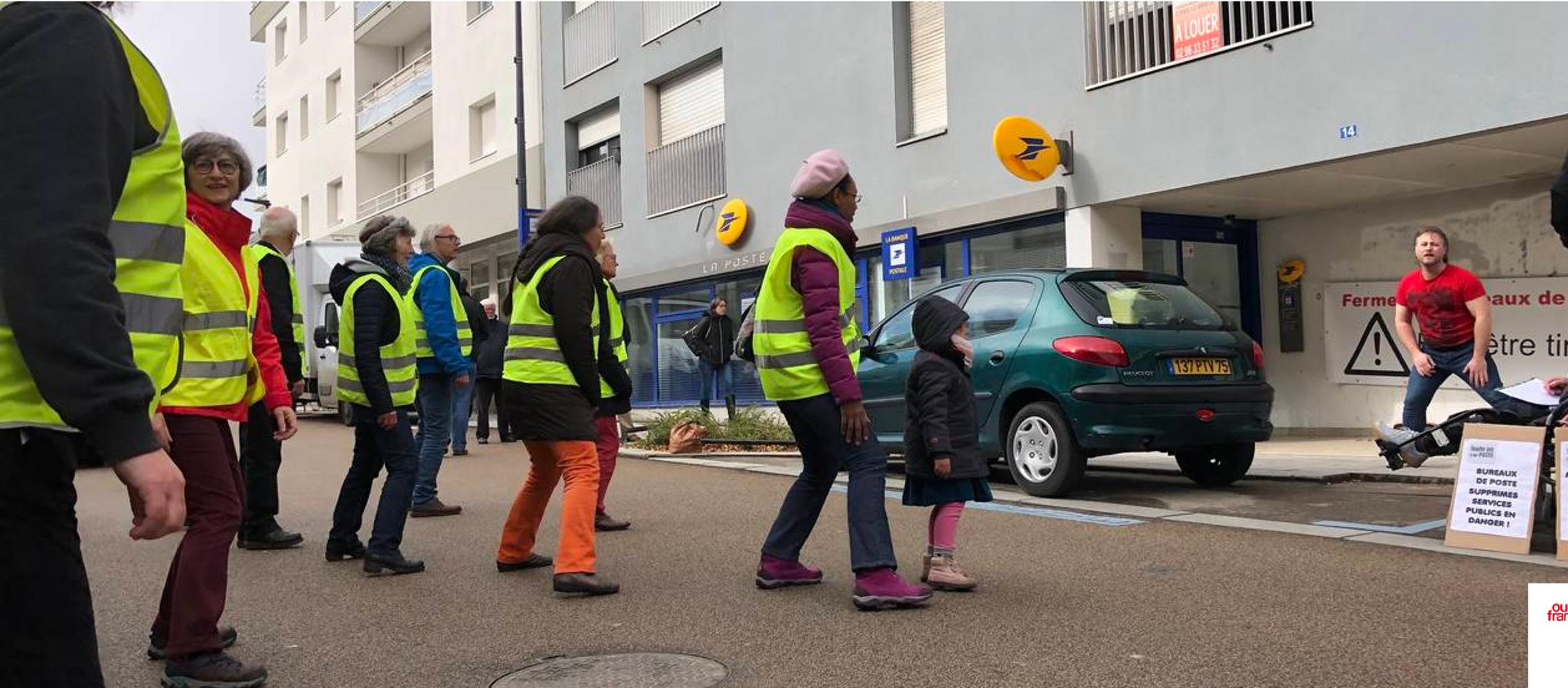À Robien, ils dansent en pleine rue pour leur bureau de Poste (OF) 0