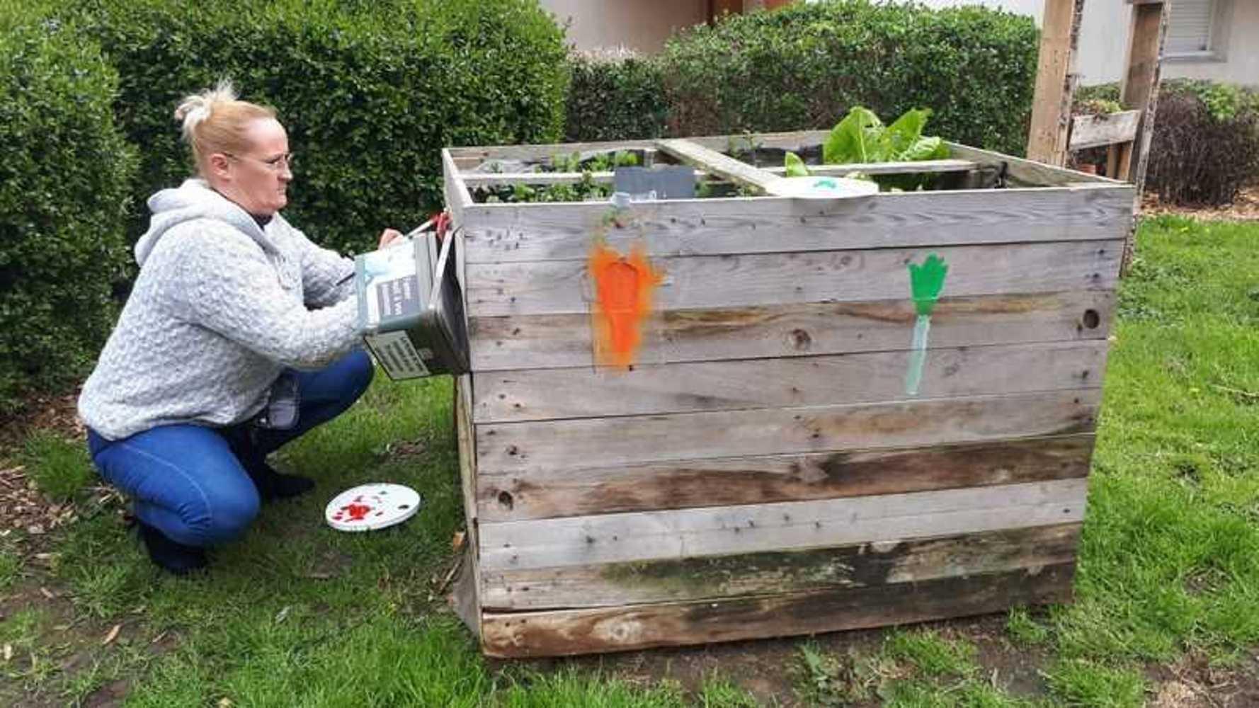 Tous au compost dans la cour de Carnot 20190406152235
