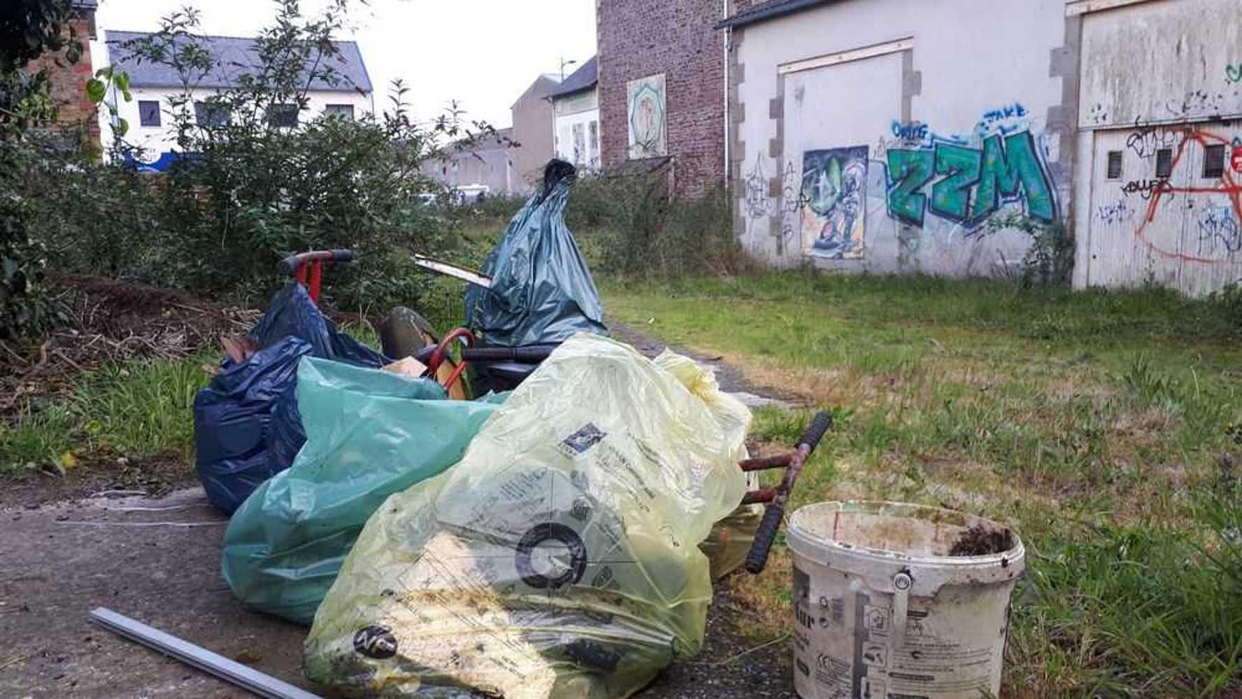Collecte de déchets dans le quartier 20190410190426